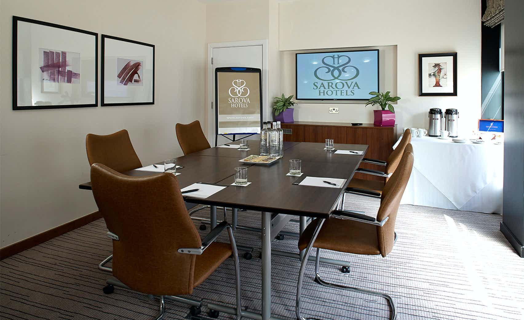 Highgrove Boardroom, Sir Christopher Wren Hotel