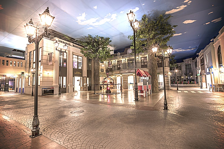 Venue hire **Welcome to KidZania London - why hire a room, when you can hire a whole city!**  KidZania London can accommodate a max capacity of 1000 Guests for one of the best options for party venue hire London has to offer! Rediscover the child within with our huge variety of real-life role-play adventures. KidZania is not all about the kids… adults can be a part of this experience too. Whether it's an intimate team building day, a corporate family fun evening or a seated dinner, KidZania's city is the perfect destination for your next corporate event.