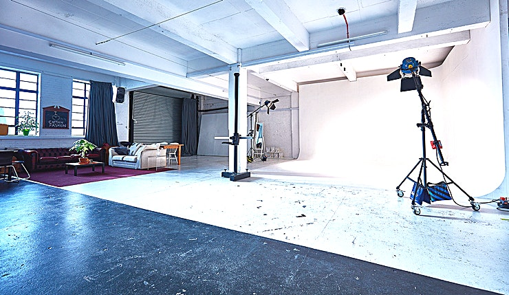 CR2 Studios 2000 sqft drive in infinity cove space situated in Peckham. Actually closer to the centre of London than one may think, CR2 is situated in a quiet, up and coming creative enclave, just off the Old Kent Road. We are a short bus ride (or Uber) from Elephant and Castle tube. CR2 boasts a large drive in cove, capable of hosting vehicles, complete with optional, all round soundproof blackout curtains.