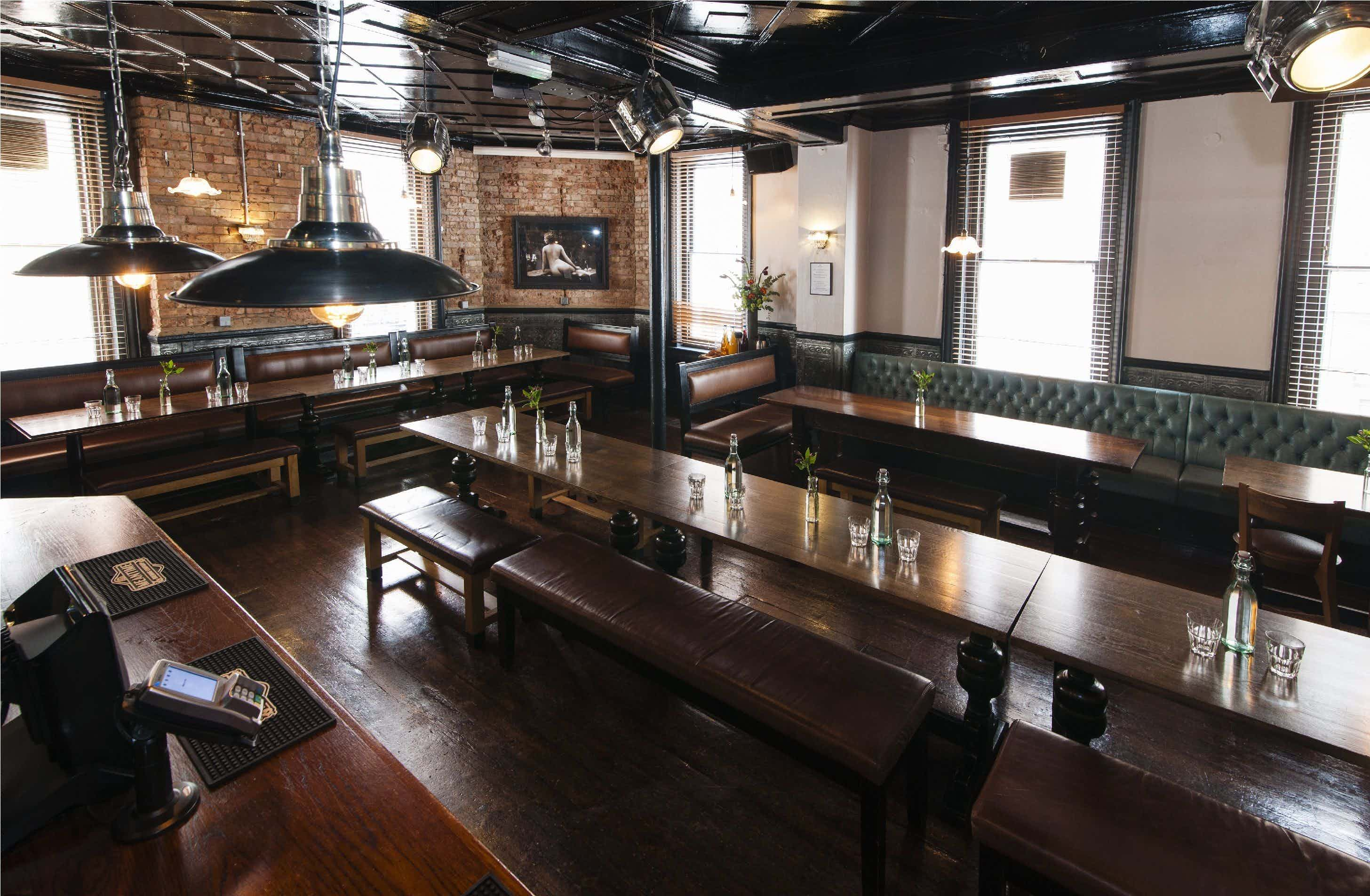 Chairmen's Lounge, Crown & Two Chairmen
