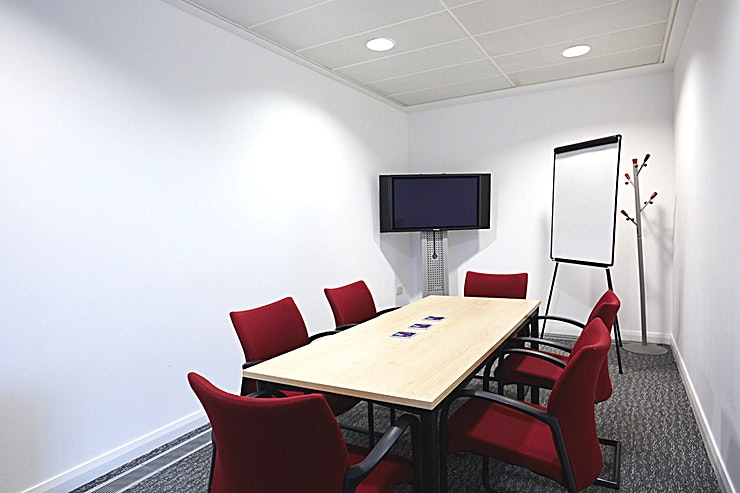 Meeting Room 1 **Book and pay for SIF's Meeting Room 1 for anything from a quick meeting room hire to an important interview.**