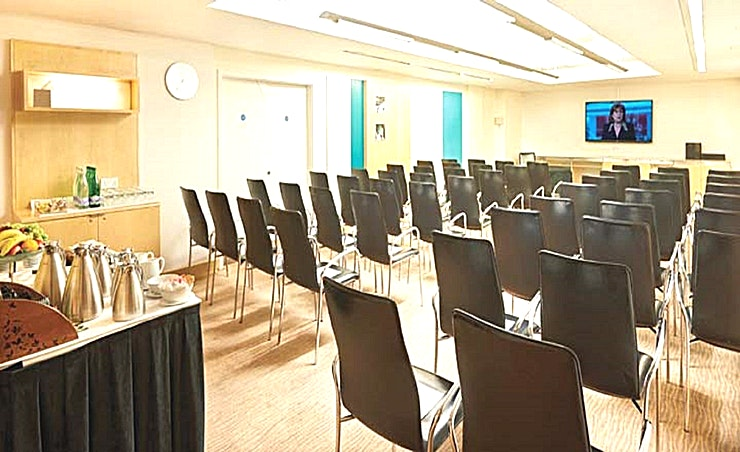 Aqua 7 Aqua 7 is an ideal venue for product launches, presentations, training seminars and larger meetings, and offers the latest in AV technology and BT Openzone wireless internet access.