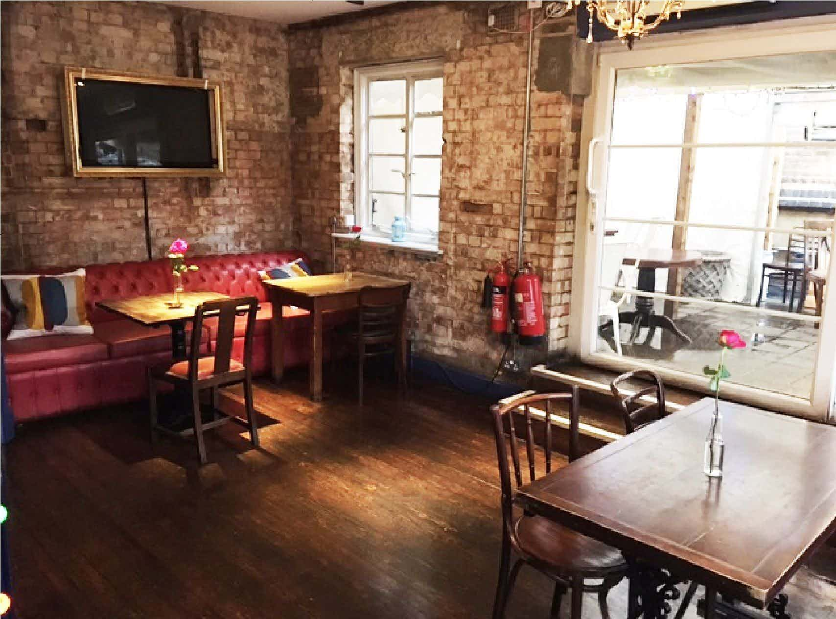 The Belle Bar, The Carpenters Arms