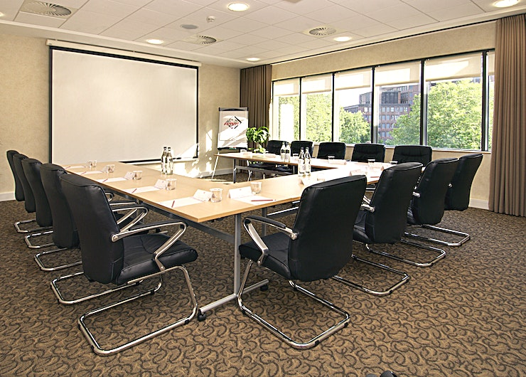 Cabot **Book The Cabot at Future Inns for one of the best meeting rooms Bristol has to offer.** 