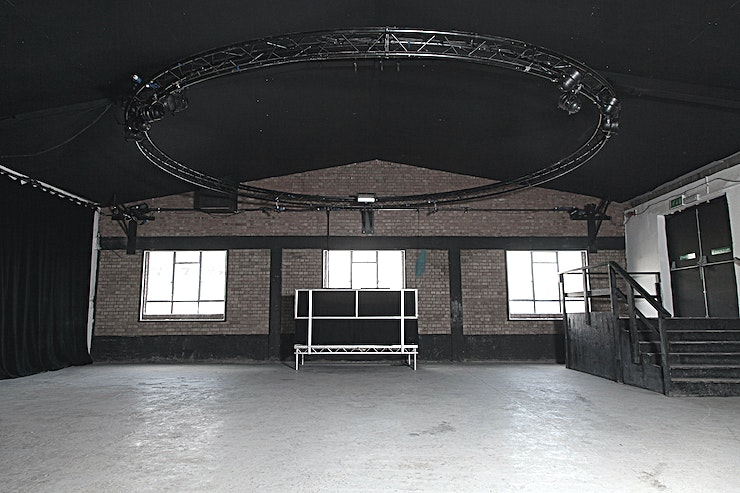 Full Venue **Looking for a blank canvas Shoreditch studio to rent? Hire the Autumn Street Studios as the place to host your next event.**  Autumn Street Studios is a versatile film/photographic studio, film location and event Space on the edge of the QE2 Olympic Park in East London.   It benefits from a riverside location, complete with wooden jetty and is in close proximity to the Olympic Stadium with fantastic views of the park.   This is a fully kitted out studio and event Space with built-in truss and power connections which can be fully blacked out for shoots.