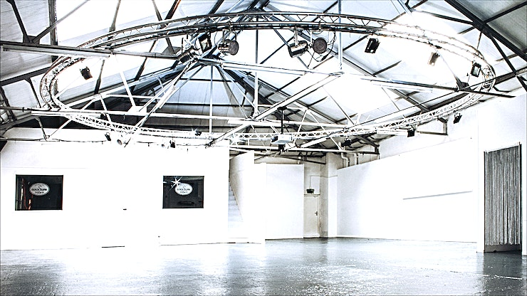 Studio Space **This smart studio space is in a bohemian area of South East London with the White Cube gallery and Fashion and Textile Museum nearby.**  London Bridge station is a 6 minute walk away. This is a unique warehouse space of 3500 sq ft. It consists of one large main room with extremely high ceilings and an abundance of natural light.   There is also a green room, toilets, storage, sound system facilities, sliding doors and a kitchenette.   This space is a blank canvas that can be perfect as a creative space for brands as a boutique or creative studio or social events like product launches and evening receptions that want a cooler vibe.