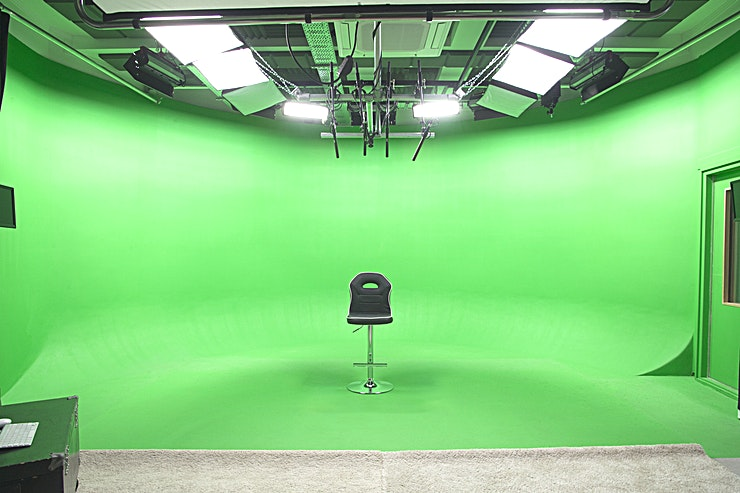 Studio 6 Our green cove Studio 6 is perfect for small scale green screen productions requiring a high level of sound control. Connected by acoustic glass doors to a full kitted sound studio, with air-conditioning, free wifi, concierge, make-up room, vocal room, sound studio and kitchen access. 
