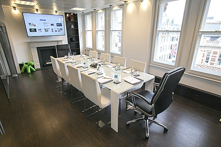 Mayfair Boardroom Piccadilly Chambers is located in Dudley House which is ideally situated on Piccadilly, only minutes from either Green Park or Piccadilly underground and a short walk from London Charing Cross mainlin