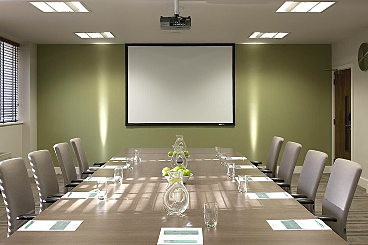 Aldwych/Shaf **You can hire the Aldwych and Shaf rooms at De Vere West One for one of the best medium sized meeting rooms London has to offer that's perfect for your next brainstorming session.**   West One is a