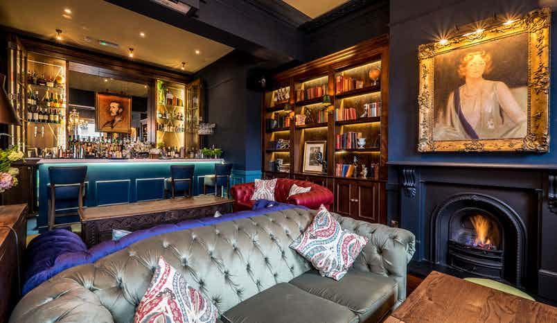 Boulogne Bar, Bull and Gate