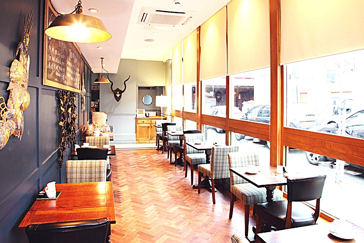 Conservatory **Hire the Conservatory at the Alma for your next venue hire in London.**   The Alma is a quintessential British pub with the added extra of a fantastic, award winning restaurant and an elegant boutique hotel. The Bramford Room is ideally located on the first floor away from the hustle and bustle of the main bar. It's open plan design, double aspect positioning, stunning sash windows, high ceilings and magnificent fireplace make it the perfect backdrop for any occasion.  The Conservatory at the Alma can accomodate up to 30 Guests for a seated reception.