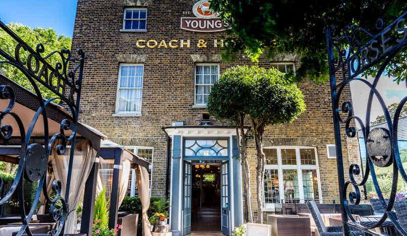 Top Bar, Coach & Horses, Isleworth