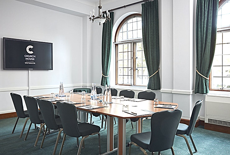 Sir Herbert Baker Room  **Welcome to the Sir Herbert Baker Room at the Church House in Westminster - your best option for London meeting room hire.**   Named after the architect of the building, our Sir Herbert Baker Room is a flexible and elegant meeting space that takes 30.5 square metres and is located on the ground floor.   With its large leaded windows, it benefits from natural daylight and superb views of Westminster Abbey and Dean's Yard.   The Sir Herbert Baker Room can be used with the adjacent Westminster and Abbey Rooms to create a suite of three rooms.