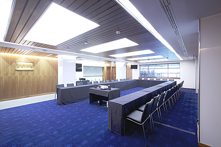 Vialli Combining a sophisticated interior with contemporary features including projector screens, LED screens and a fully stocked bar, our Vialli Suite is the perfect location for your next meeting or event for up to 80 people. Ideal for dinners, seminars and meetings, the Vialli Suite offers fantastic views of the Stamford Bridge pitch to inspire your guests.