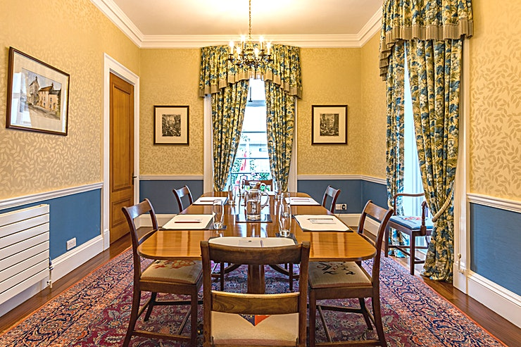 Committee Room **Welcome to the Committee Room at Brewer's Hall  - ideal as a registration area or for small, informal meeting room hire.** 