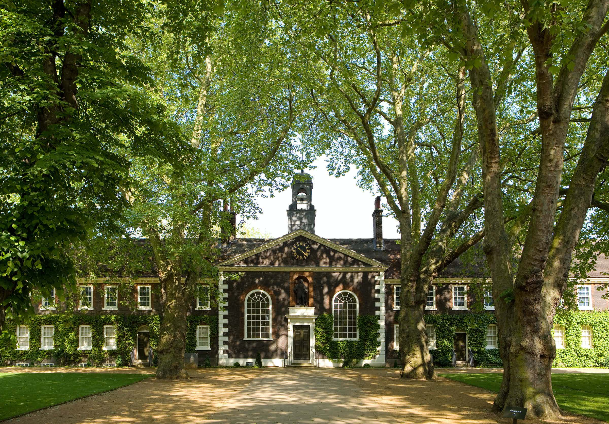 Front Lawns, The Geffrye Museum