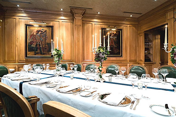 The Windsor Suite **Discover the old world charm, beautiful rich furnishings, exquisite service and outstanding cuisine of the Windsor Suite at The Milestone Hotel.**   The Milestone Hotel is a historic venue that is