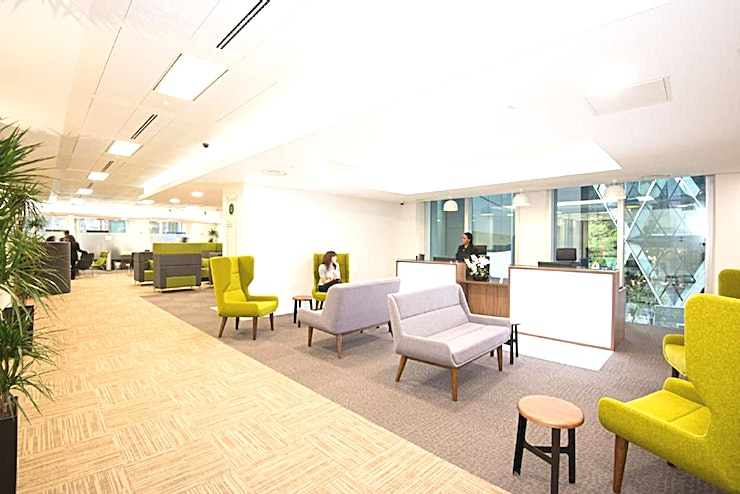 Middlesex **Hire the Middlesex meeting room at the Landmark teams Bevis Marks centre, for a great option for London meeting room hire.**   A 16th floor Covered Roof Garden for events. Landmark offers a range