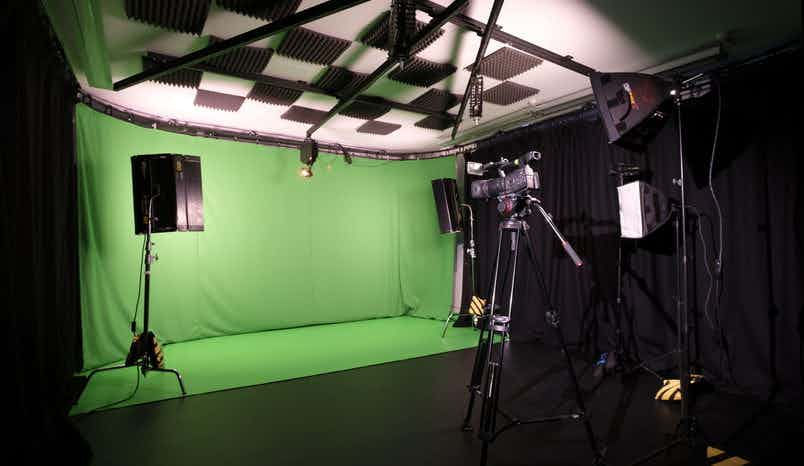Studio with greenscreen including lights, Upbeat Studios
