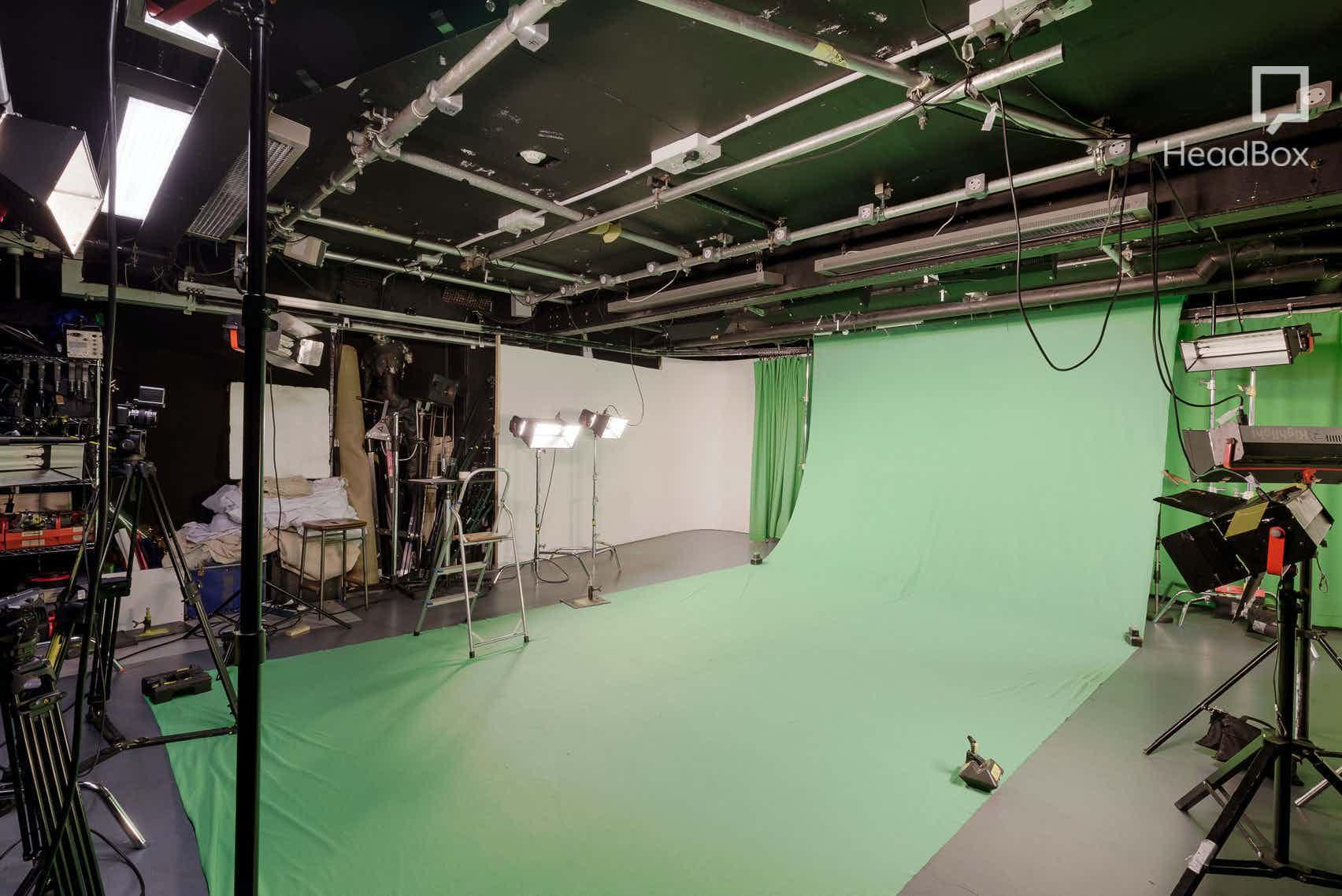 TV Studio, 01zero-one