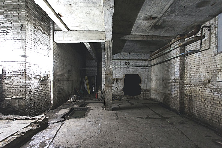 Film & Photography Studio ** Swordtail Studios is an incredible derelict industrial warehouse for film and photography events**   3,500 sq ft of space spread over 4 floors. An ideal location for editorial, fashion, portrait and test shoots, music videos and more! Based on Kingsland road around the corner from Haggerston Overground station   -2 Full kitchens -1.5 bathrooms -Separate makeup / changing rooms -Rails / Hangers / Steamers etc. -Free Wifi -Free parking!!! -Sound systems    Many local amenities including supermarkets, coffee shops, takeaways and restaurants.