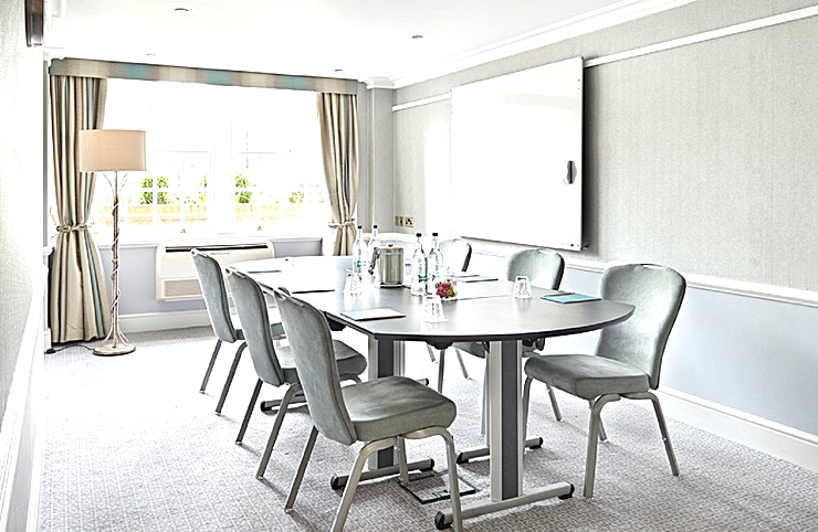 Chestnut, Birch, Ash & Elm **Hire the Chestnut, Birch, Ash & Elm meeting rooms at the Richmond Hill Hotel for one of the best options for meeting rooms in London.**  Recently refurbished modern style rooms, Chestnut, Birch, Ash & Elm at the Richmond Hill Hotel are great options for meeting room hire. They're all front facing with plenty of natural daylight, perfect for syndicate groups, interviews and small board meetings. Capacity for all of these room is 10 boardroom style.