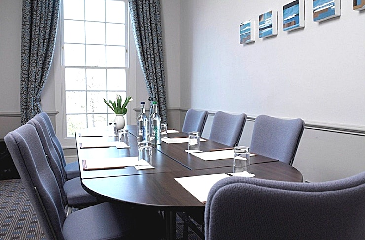 Walpole & Crofton **Traditional style rooms, the Walpole & Crofton at the Richmond Hill Hotel are the perfect options for meeting room hire in London.**   The Walpole & Crofton meeting rooms are both located on the 3rd floor offering plenty of natural daylight. Suitable for syndicate groups, interviews and small board meetings, both fully air-conditioned and with a capacity of 8 delegates boardroom style.