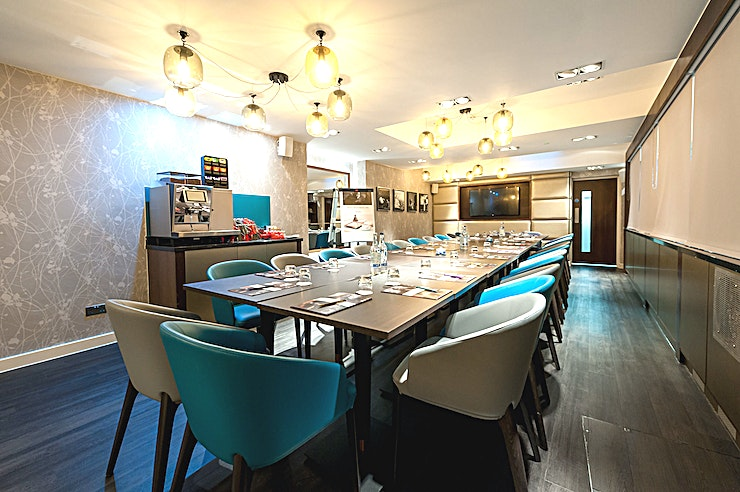 Serpentine Suite **Want one of the best options for meeting room hire London has to offer? Welcome to the Serpentine Suite at the Mercure London Hyde Park Paddington.**