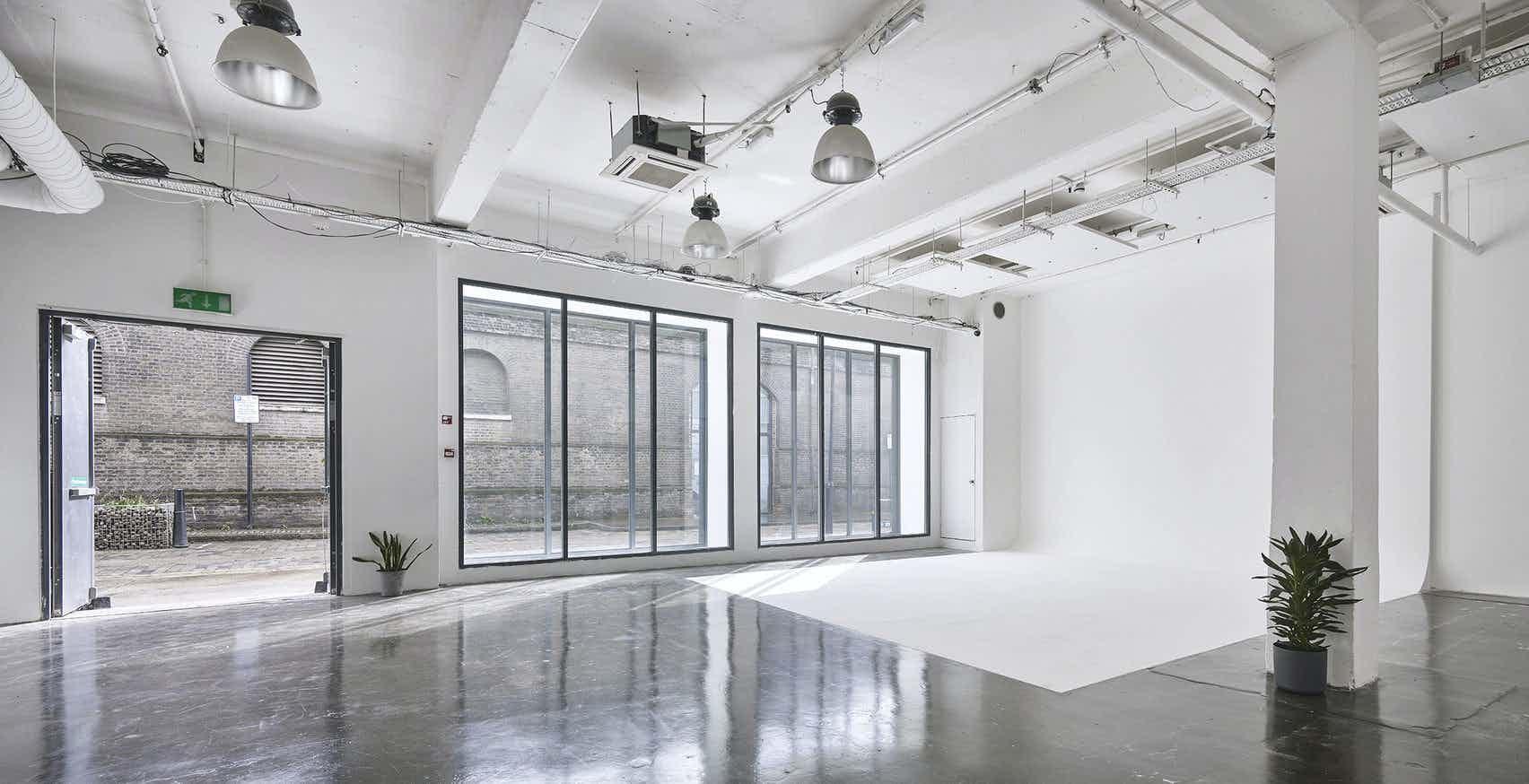 White Studio, Studio Spaces E1