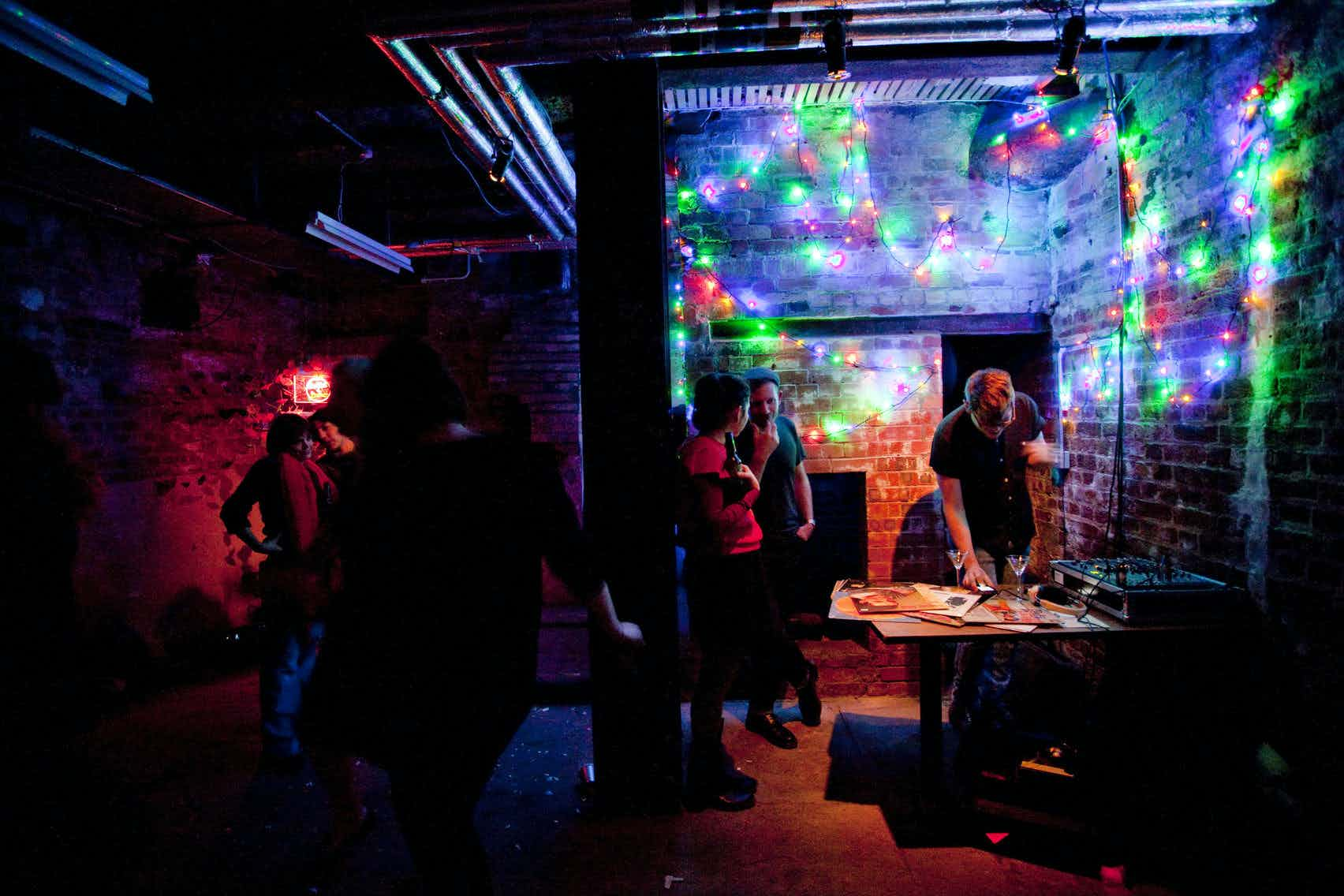 The Ditch, Shoreditch Town Hall