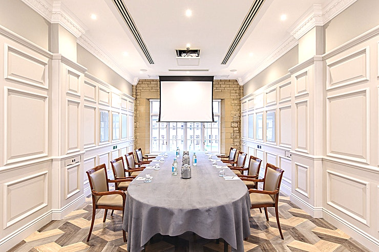 Highgrove **Hire Highgrove at Pennyhill Park for a fantastic countryside meeting room, just an hour outside of London**  Book Highgrove at Pennyhill Park, a room which is ideal for small board meetings. Highg