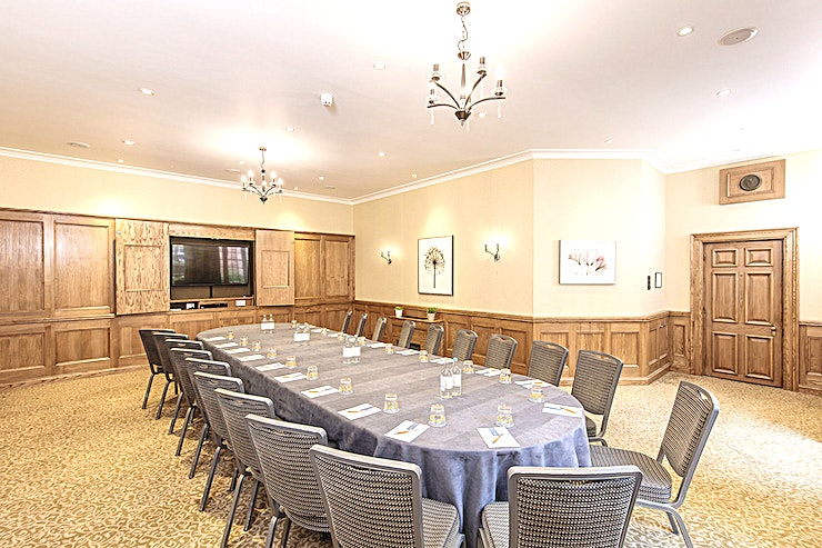The Houghton Suite **Hire The Houghton Suite at Lainston House for a fantastic venue hire in Winchester**  Hire The Houghton Suite, located on the ground floor of Lainston House. The Houghton Suite has plenty of natural light, lovely wood panelling and and is the perfect setting for smaller functions.  The Houghton Suite at Lainston House is best used for brainstorming sessions, video conferencing, training seminars, product launches and boardroom meetings.