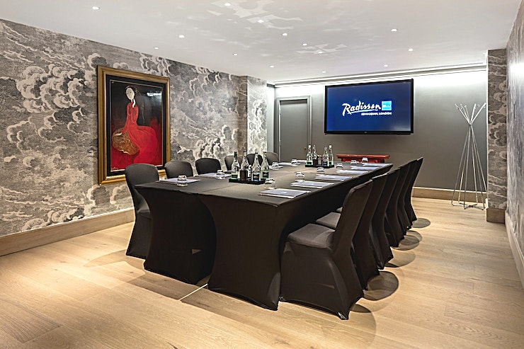 Private Suite 3 **Hire Private Suite 3 at the Radisson Blu Edwardian for your next venue to hire in London.**  Private Suite 3 can host a stylish boardroom for up to 12 delegates and is designed for creative thinking and efficient meetings.