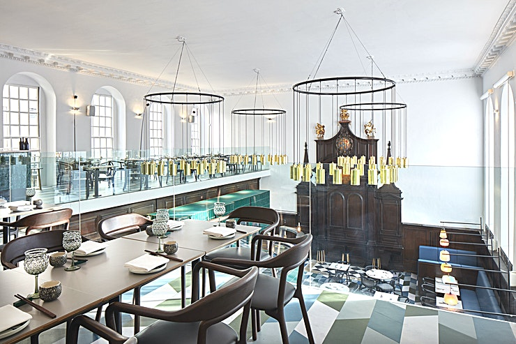 Mezzanine Level **Housed within the early 18th century Grade II-listed St Thomas' Church mere minutes away from London Bridge station, Duddell's is the perfect blend of historic and modern.**