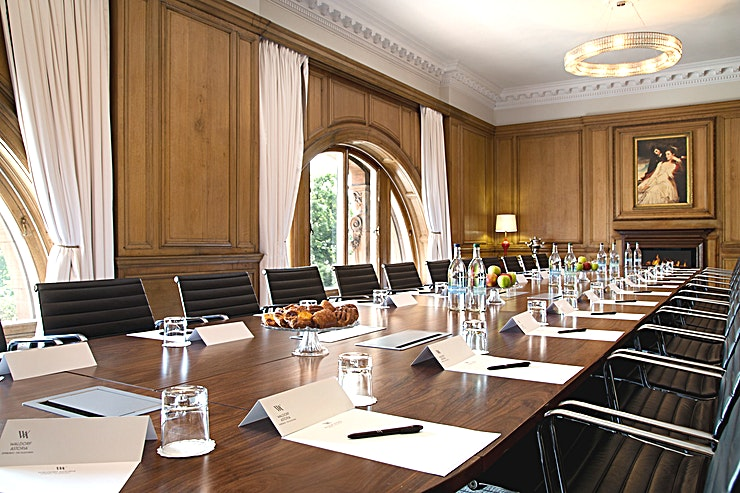 The Boardroom **Hire The Boardroom at Waldorf Astoria Edinburgh for a fantastic meeting room hire in Edinburgh**  The Board Room boasts some beautiful traditional oak-panels and spectacular views of Edinburgh Castle as well as benefitting from plenty natural daylight. The distinguished atmosphere created by the surroundings lends itself perfectly to private hire.  The Boardroom is Waldorf Astoria Edinburgh's perfect room to hire for private meetings, cocktail parties and private dinners.