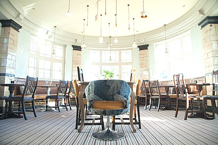 Exclusive Use Venue Hire The Manor Arms is a modern metropolitan pub set in a leafy suburban surrounding.  Bags of character and lots of love have gone into making this local as homely as possible. They have a wide selection