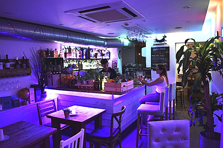 Ginjams **Hire Ginjams a classy bar situated in the heart of Bournemouth, perfect for after work drinks.**  A sophisticated gin and wine bar located in the buzzing town of Westbourne, Bournemouth. A collect