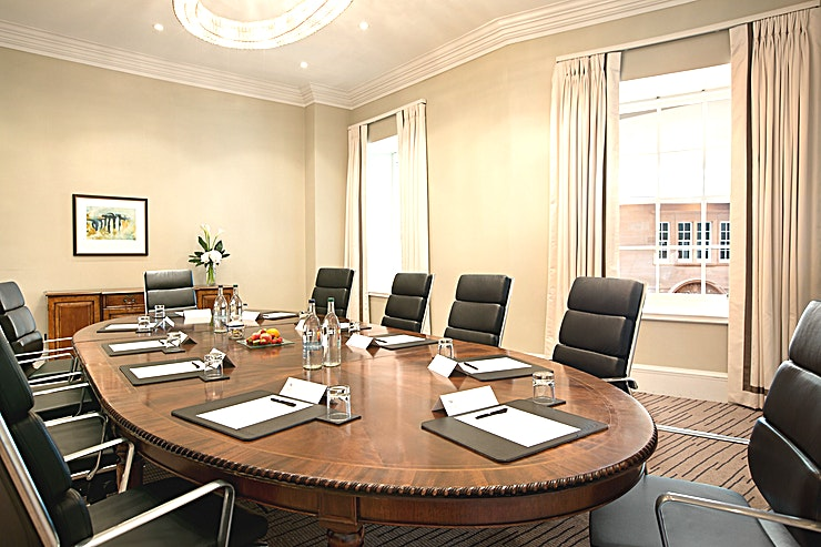 Tay Suite **The Tay Suite is a stylish meeting room for hire at the Waldorf Astoria Edinburgh.**  The Tay is situated on the entresol level and features a permanent boardroom table, air conditioning and natural daylight. This meeting room is 45 sq. meters and allows up to 18 people.