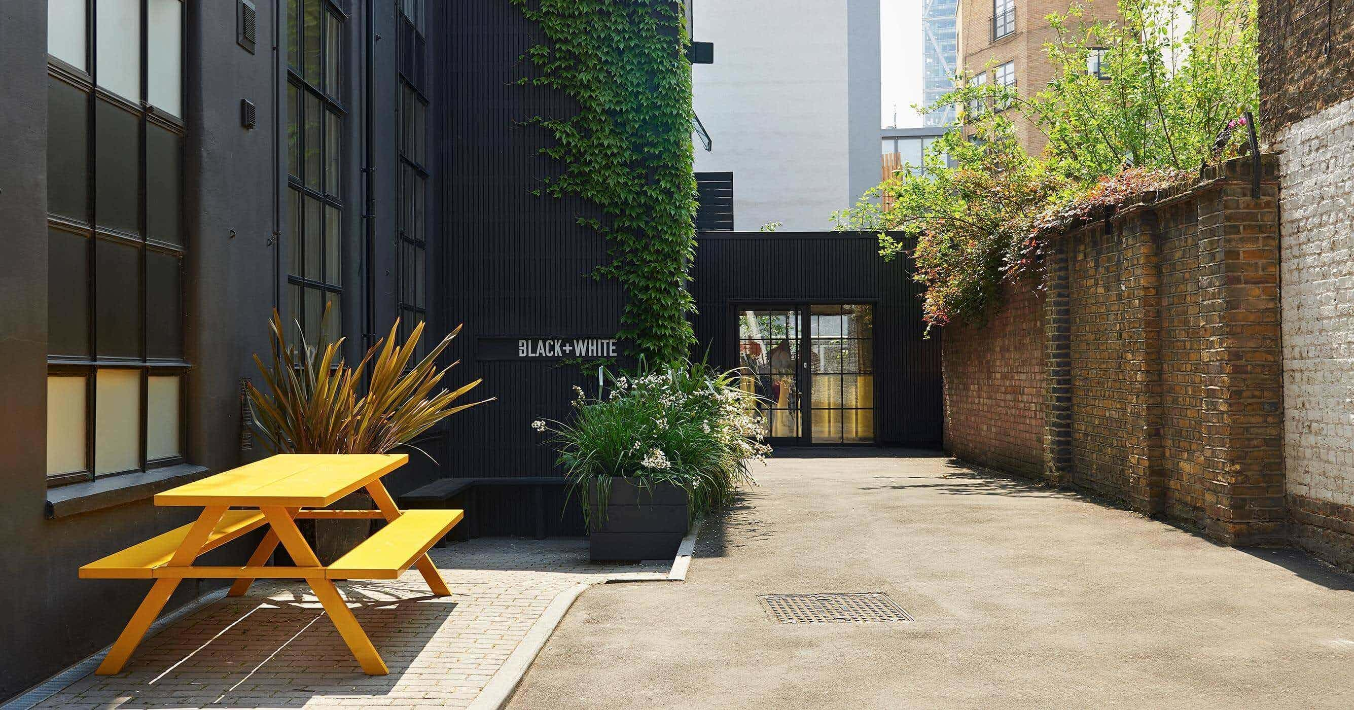 Lounge & Courtyard, The Black & White Building