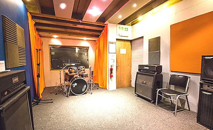 Studio 4 **For a studio Space that's tough to beat, The Rhoom Studios in Reading have the offer for you**