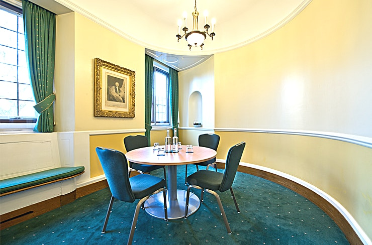 Canterbury Room **The Canterbury Room at Church House, Westminster is a historic event Space suited perfectly to your next corporate event**  Used by the Archbishop of Canterbury as office during the General Synod, the Canterbury Room is full of history.    This London meeting room hire is ideal for private meetings, one-to-one discussions and interviews. The intimate atmosphere within the Space accommodates various events for small teams and groups of Guests.   The Canterbury Room can also be used as a breakout Space or an organiser's office for conferences and corporate events. Creating an event Space that can facilitate all the need of the corporate client.   Whatever your event, from private function to presentation, this meeting room hire in London is ideal.