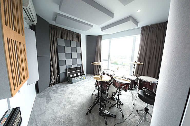 Stunning Penthouse Recording Studio in West London **SkyTop is one of the newest, most interesting, prestigious recording studios London has to offer**   Conveniently located in south-west London, SkyTop is an exclusive penthouse recording studio with panoramic views. The facility is located in its own floor, with 3 studio spacious rooms, 2 bathrooms, its own balcony, and kitted with state of the art equipment.  At the centre of the main room is a custom built desk designed to satisfy the workflow of being in-the-box, with the feel of an analogue mixing console. At its heart is an Avid S3 control surface and dock, integrated with Neve 8801 channel strips to create a makeshift Neve 88RS console.  In addition, SkyTop has a broad selection of drum kits, amps, additional preamps, EQs, compressors, and microphones.  SkyTop is as suitable for an artist/band recording a basic demo or acoustic single. It is for a large band to record a full-length professional album. With the luxury of two live rooms, and all 3 rooms connected to one another, the workflow is very efficient we have the ability to run large sessions making use of all our rooms, if needs be.  For a recording studio based in London, SkyTop Productions has the Space for you.
