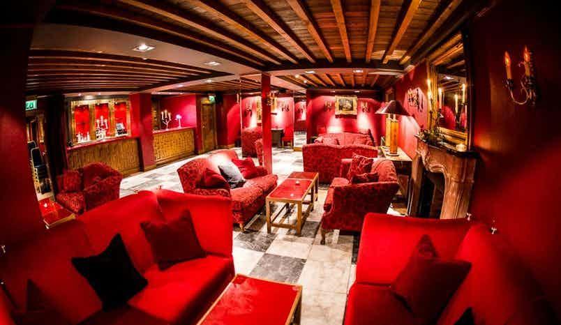The Red Room, Arta