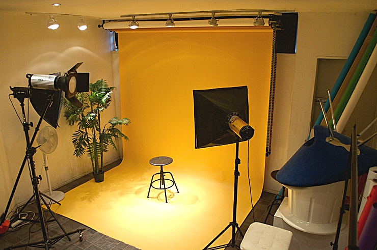 Full Venue Hire **In the creative hub of Hackney lies a studio hire that can't be beaten**  Live Wire Creative Studios presents a cheap photo studio Hire in East London. This Space is also suitable for video projec