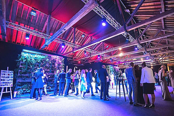 Little Gallery The second largest space at Tobacco Dock, the Little Gallery is a beautiful and high capacity space with stunning exposed beams and flooded with natural daylight. Suitable for 400-1000 people and conn