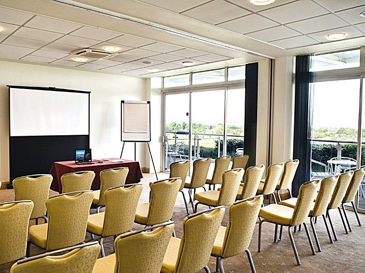 Eclipse Box Double **For the perfect meeting room hire, Eclipse Box Double at Sandown Park Racecourse is a fantastic choice.**