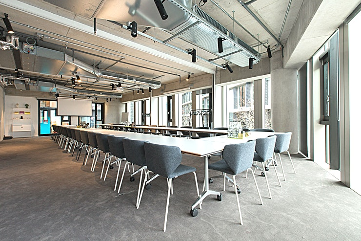 Large Meeting Room **Large meeting room hire in King's Cross**  The development around King's Cross is a dazzling mix of the old and the new – a marriage exemplified by The Stanley Building.   With a Grade II listing The Stanley Building is steeped in history but with a green roof terrace and rainwater harvesting system, the building is a brilliantly modern Space.   Flooded with natural light and finished impeccably, hosting a meeting at The Stanley Building is an excellent choice.