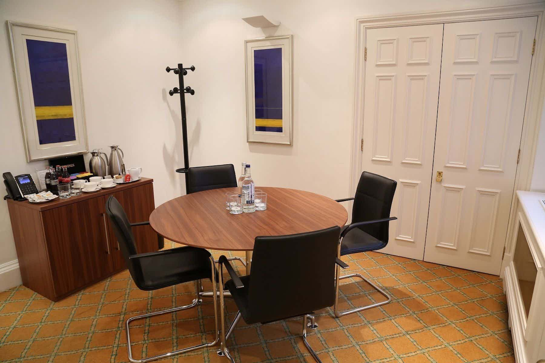 Meeting Room, The Argyll Club, 53 Davies Street