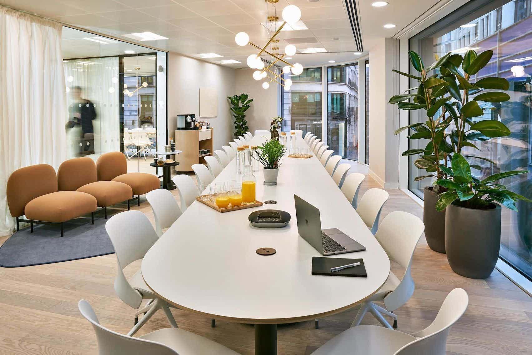 Meeting Room 10, Meet in Place