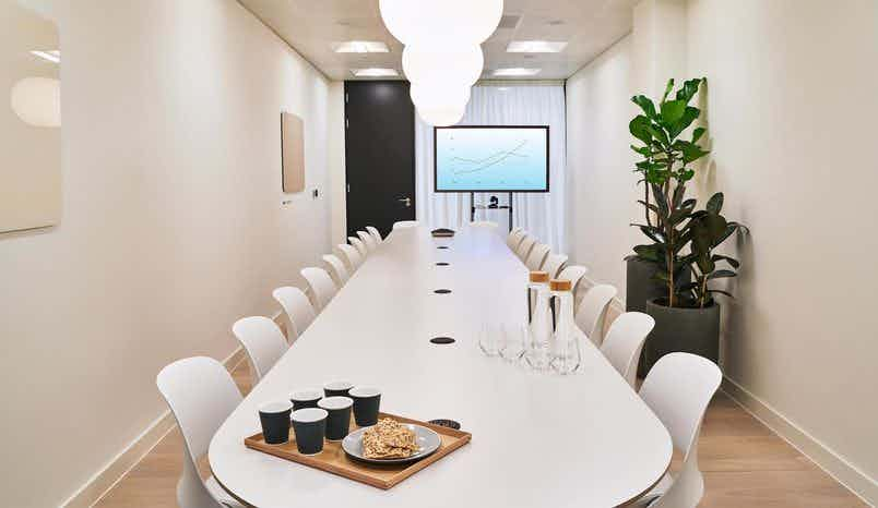Meeting Room 6, Meet in Place